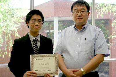 Richard Lu (L) received the COE Outstanding Undergraduate Research Award on April 18, 2013